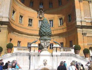 Miks on paigutatud käbinääte Vatikans tähtsale kohale?