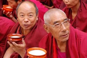 Tiibeti mungad joomas võiteedFoto: Graig Holmes