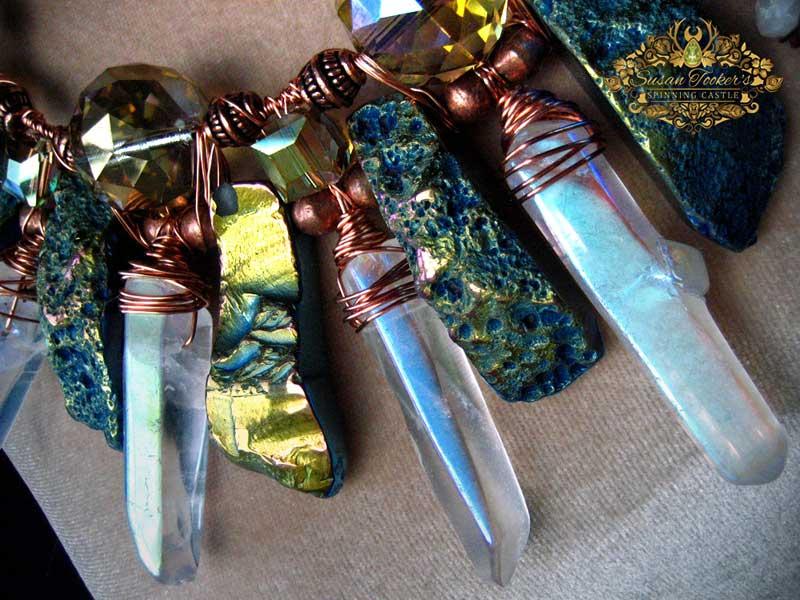 Asteeklik amulett indigo aura ahhaadi, ingel aura kvartsi, kristallide ja vasega Foto: Susan Tooker