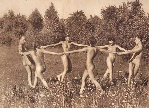 Alasti tantsimine kehastab vaimu osadust ning tagasi-juurte-juurde naasmist. Foto: WNGD