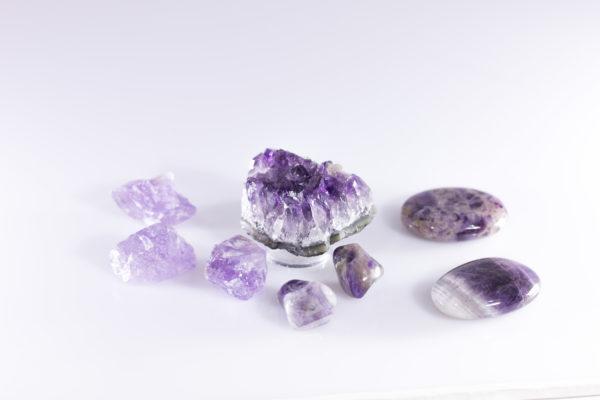 Erinevad teraapiakristallid (ametüst)